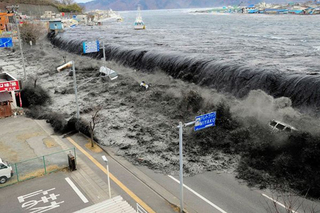 japan-earthquake-tsunami-nuclear-unforgettable-pictures-wave_33291_big.jpg